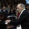 Logo El pianista Miguel Ángel Estrella define lo que es la música