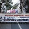 Logo La crisis argentina enfrenta pobres contra pobres