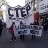 Logo La CTEP marchó y realizó un acampe frente al municipio.